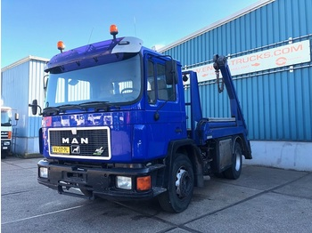 MAN 18.232F FULL STEEL CHASSIS WITH NOOTEBOOM CONTAINERSYSTEM (6 CILINDER ENGINE / MANUAL GEARBOX) - autocarro portacontainer/ caisse interchangeable